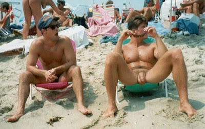2 hermosas chicas cambiandose de ropa en la playa - 1 part 5