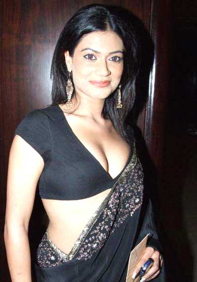 Celebrity News World Wide: Payal Rohatgi Telugu Photos