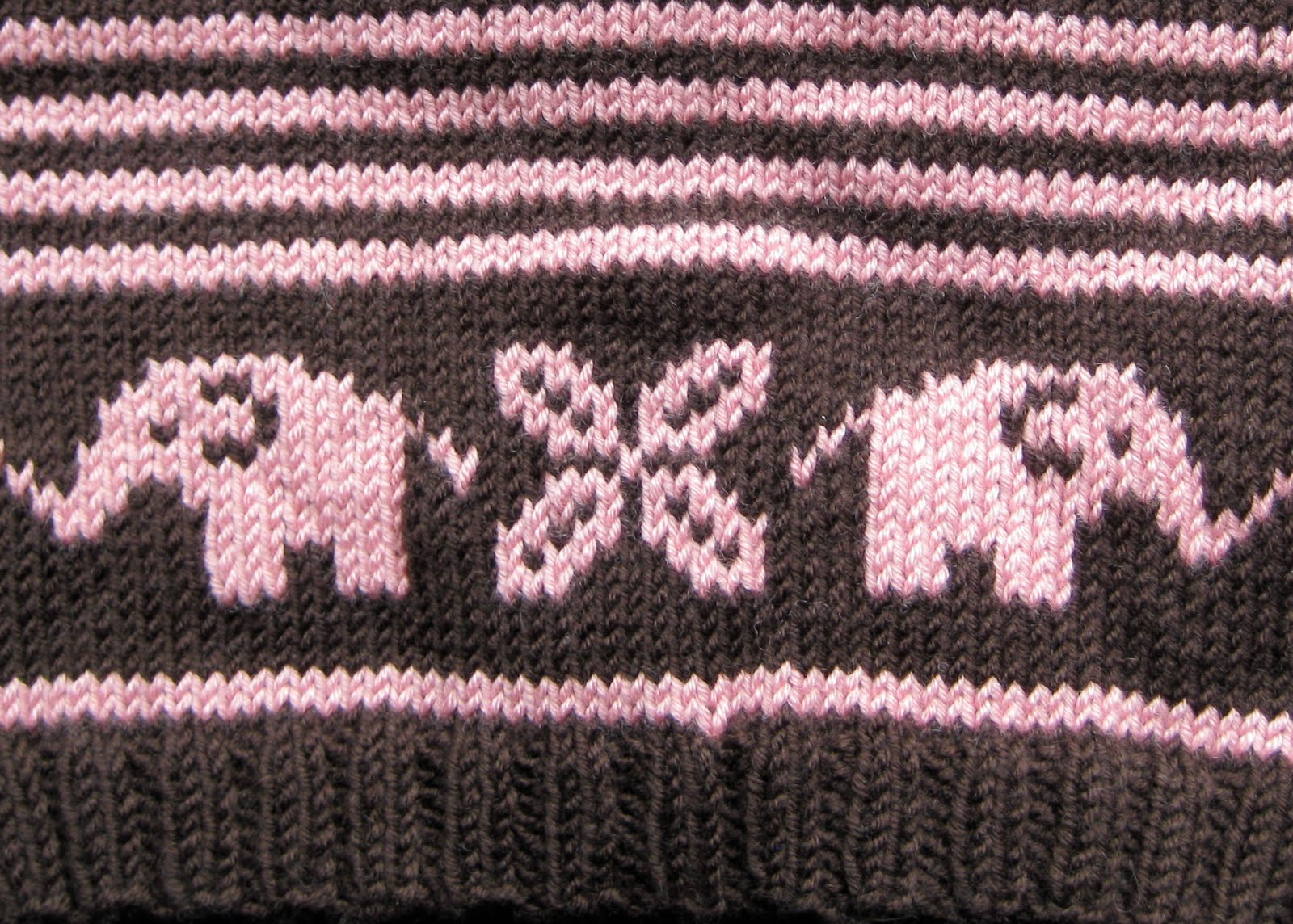Looking Glass Knits: Bellyphant!