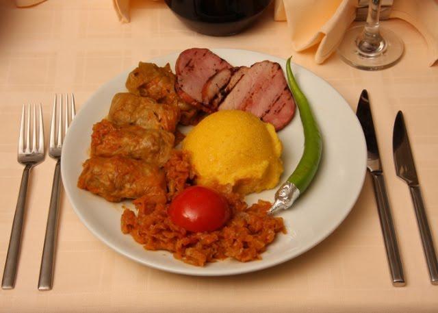 cucina rumena Le Sarmale  involtini in foglio di verza