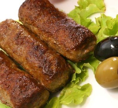 cucina rumena Mititei salsicce di manzo aromatizzate e cotte alla griglia