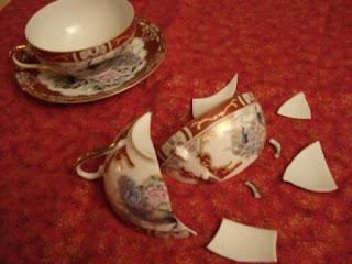 Afbeeldingsresultaat voor broken tea set