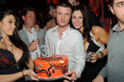 Backstreet Boys Singer Nick Carter Celebrated His 30th Birthday Last Night And Showered The Nightclub Crowd By Making It Rain