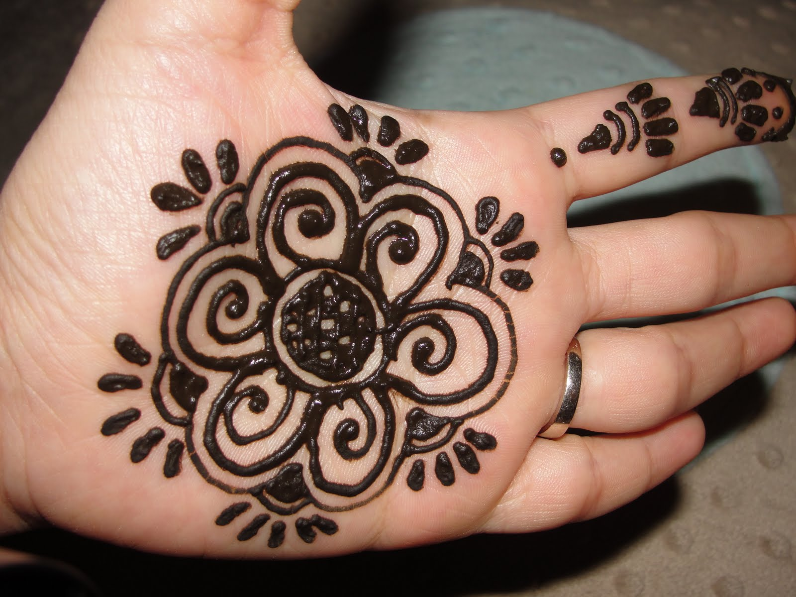 Easy Henna Designs: Latest Pictures Bridal