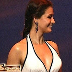 Hot Diya Mirza Cleavage Show At Zee Cine Awards 2008