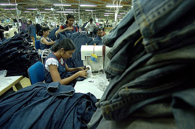 258e8caa868808 Avissawella, Sri Lanka The garment industry provides jobs for nearly one  million people in Sri Lanka.