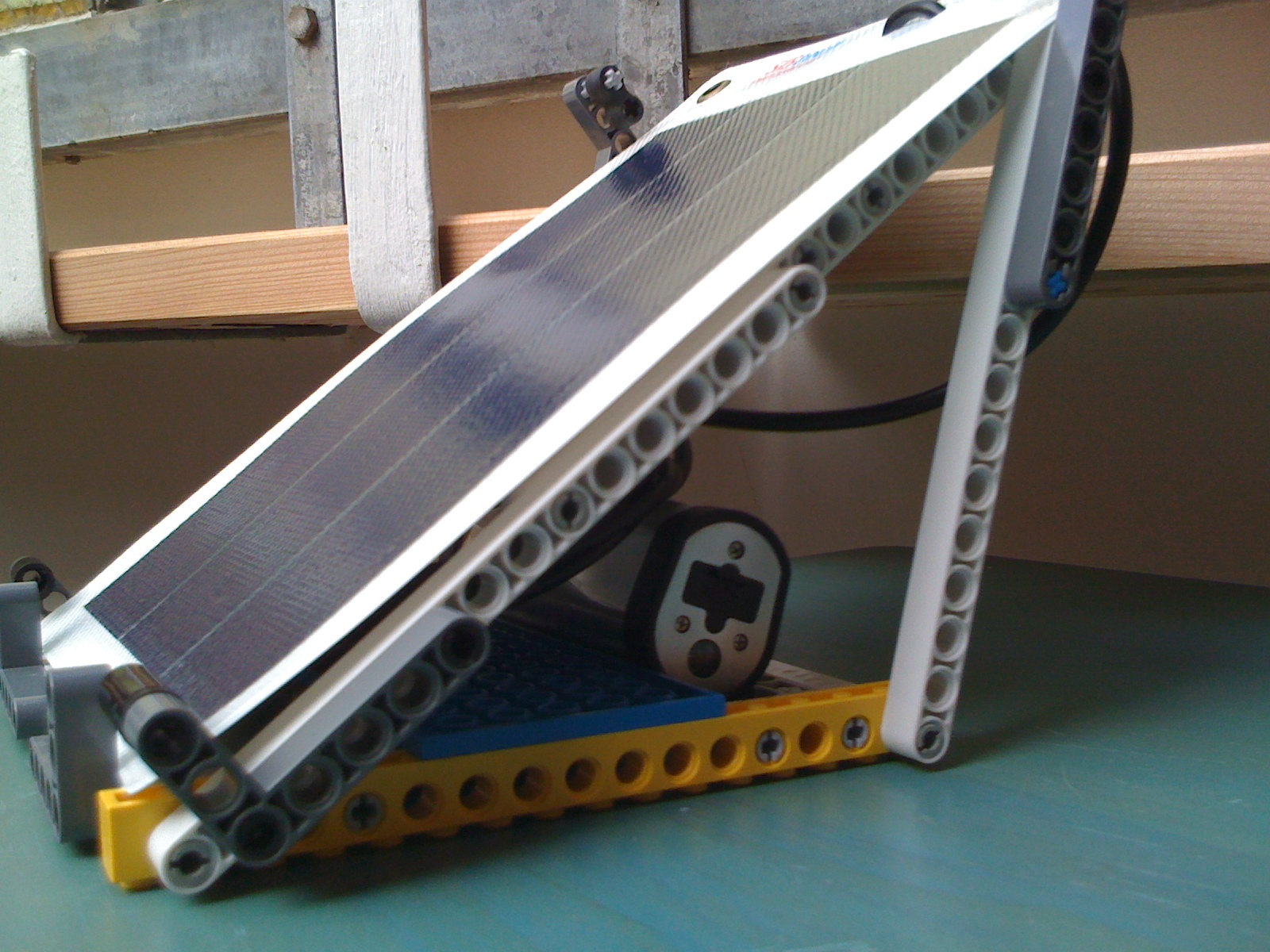 2spinout Lego Solar Panel Stand