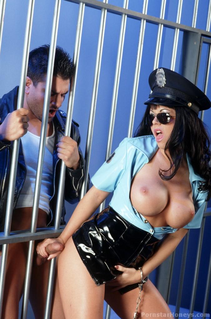 отказывалась галерея секси полиция избавить пациентку