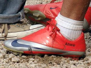 b3c5ef950af9d Boots   Gloves  Chuteiras personalizadas