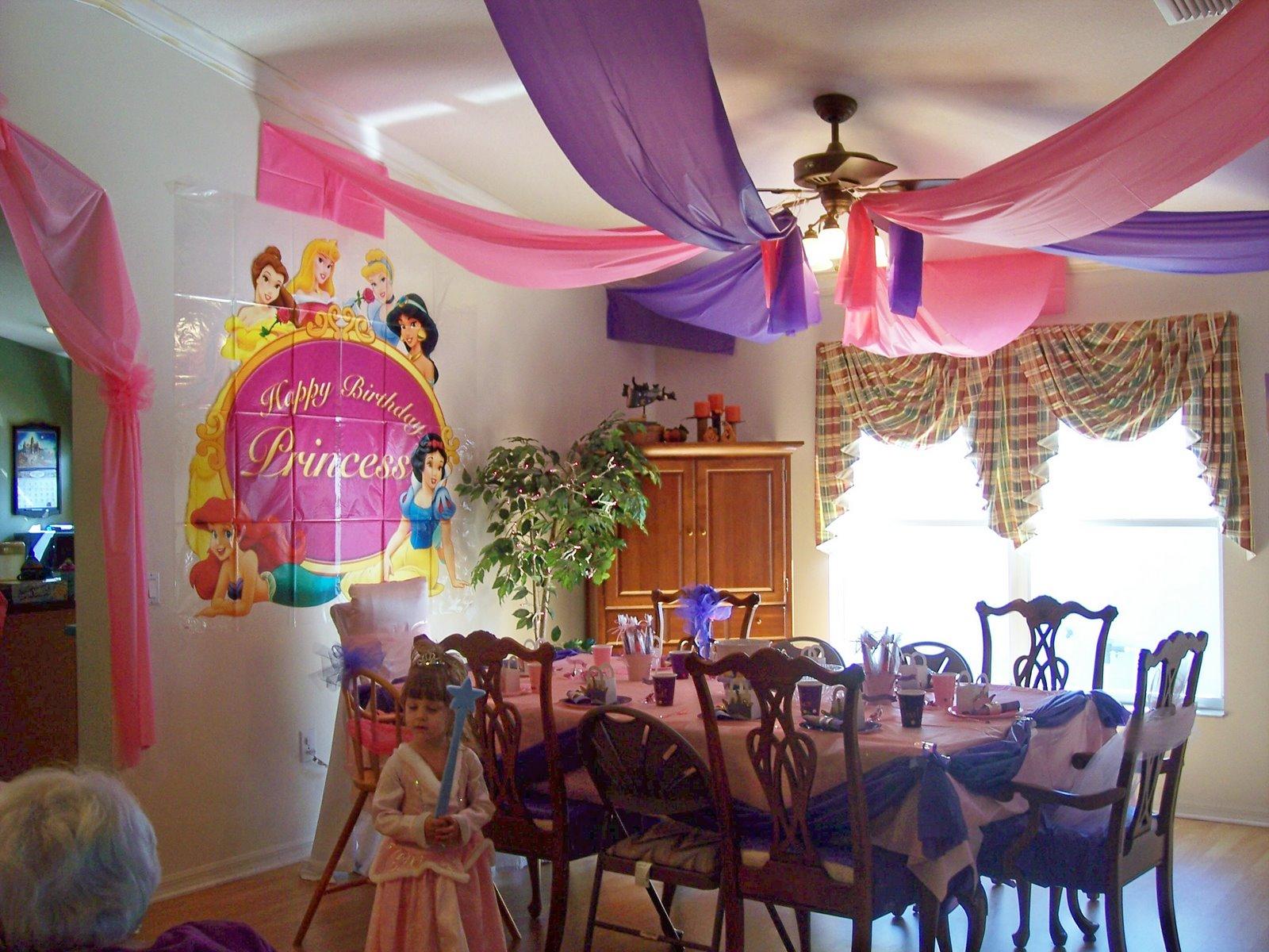 Decoraci n estupenda con manteles de papel o pl stico for Decoracion para aniversario