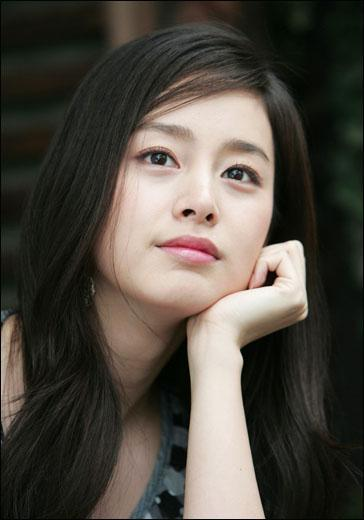Korean Celebs Street Fashion Trends Review: Magdalena Brzeska Girl: Kim Tae Hee Korean Celebrity