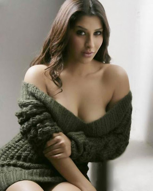 MILLIE: Sophie chaudhary bollywood actress nude wallpapers