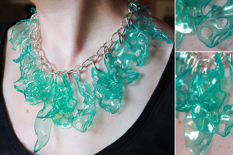 Collares con materiales reciclados