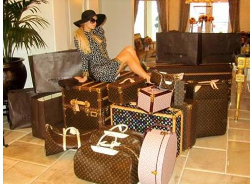 Cabina Armadio Paris Hilton.Gossip Paris Hilton Quando Si Dice Portarsi L Armadio In Vacanza