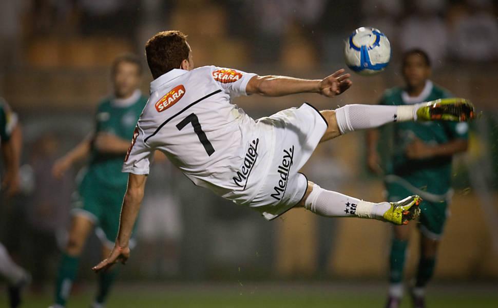 Santos forward Zé Éduardo unleashes a spectacular effort for the opening  goal. 694c30a5e6517