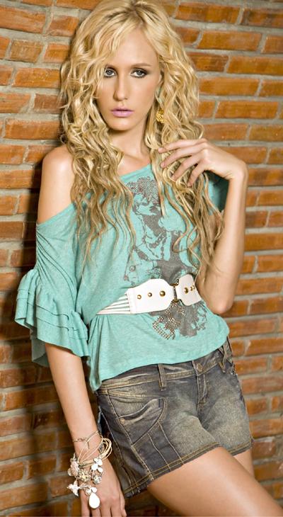 1fa76de55583d A marca de roupa feminina do Ceará priorizou os shorts, em diferentes  lavagens e comprimentos. Para o verão 2011, a Kokid Jeans criou a coleção  Wild Denim, ...