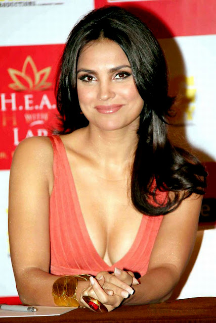 hot celebrities pics-bollywood hot actresses lara dutta looking sex bomb in sexy pics and photos