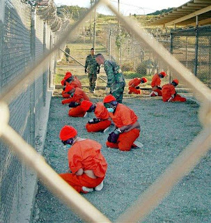 https://i2.wp.com/3.bp.blogspot.com/_2sQ1MmTf5i8/SJx5l0RxxqI/AAAAAAAAAgs/vB5mpkLbn5g/s320/prisoners+tortured+at+gitmo.jpeg