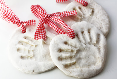 http://www.bystephanielynn.com/2010/11/salt-dough-hand-print-ornament-by.html