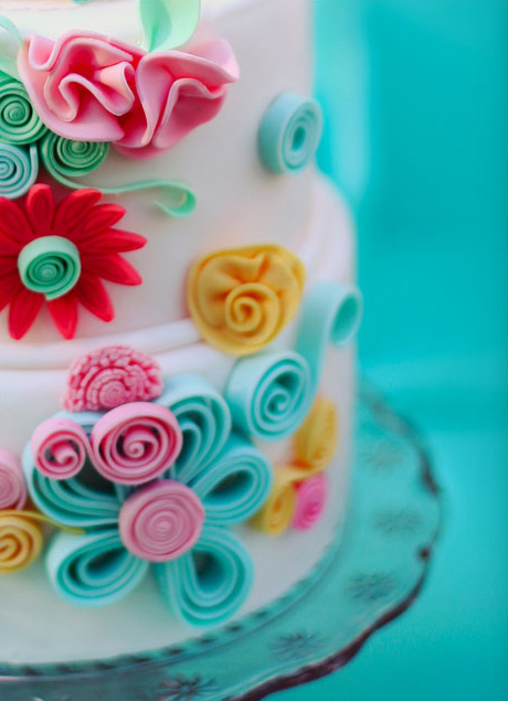 quilled icing flowers on layer cake