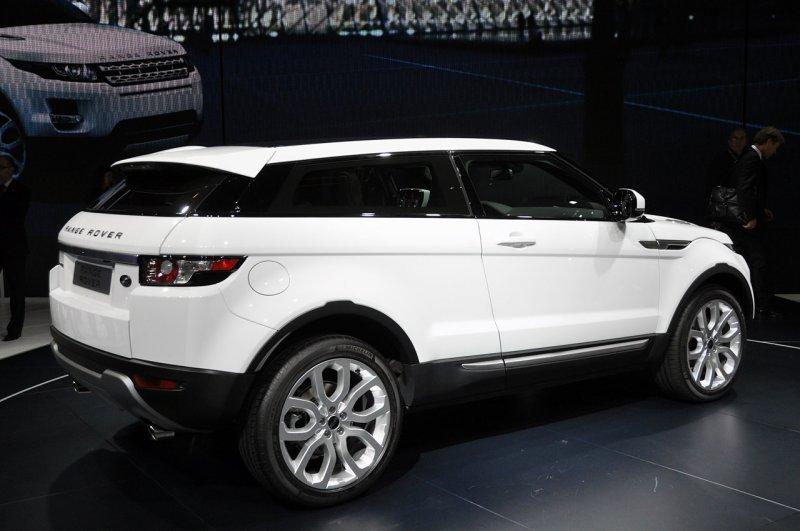 new range rover evoque live paris 2010 girls will like this car garage car. Black Bedroom Furniture Sets. Home Design Ideas
