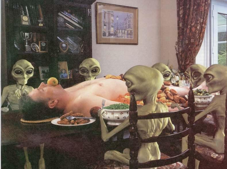 http://3.bp.blogspot.com/_3RfL2mDeD9c/Sw8CCoiPLtI/AAAAAAAAAX0/4F22jrgU-JY/s1600/alien+feast.jpg