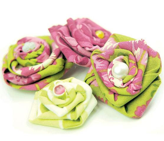Вот самый простой способ сделать цветы из ткани своими руками.