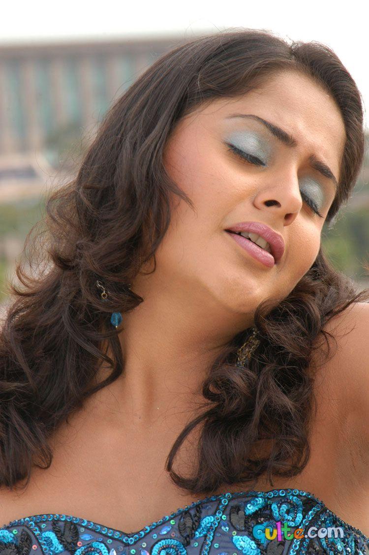 hot exposing actress photos