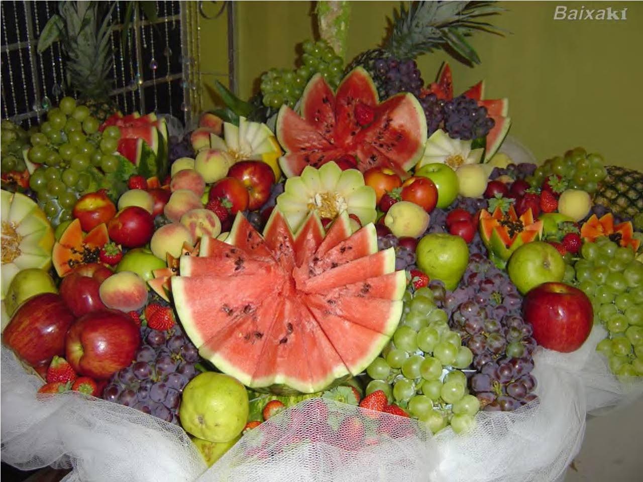 Frutas e Frutos Mesas decoradas com muitas frutas -> Como Decorar Frutas Para Ano Novo