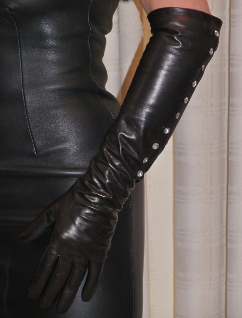 Leather Mature 32
