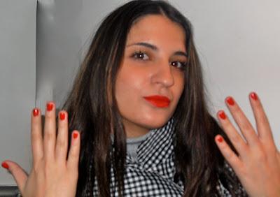 Yo me pongo los labios rojos y tú…¡los besas!