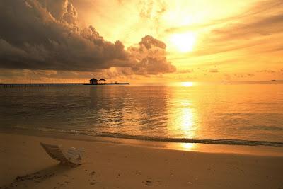 puesta-de-sol-en-la-orilla-de-la-playa