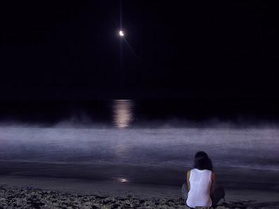 Risultati immagini per una sedia vuota in riva al mare immagini di solitudine