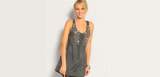 926b64093aeb Kjole med perler  Denne søte korte kjoen fra nelly.com har små perler som  gir detaljer. Kjolen koster 1399 og er midt i plinken hvis du skal på fest  eller i ...