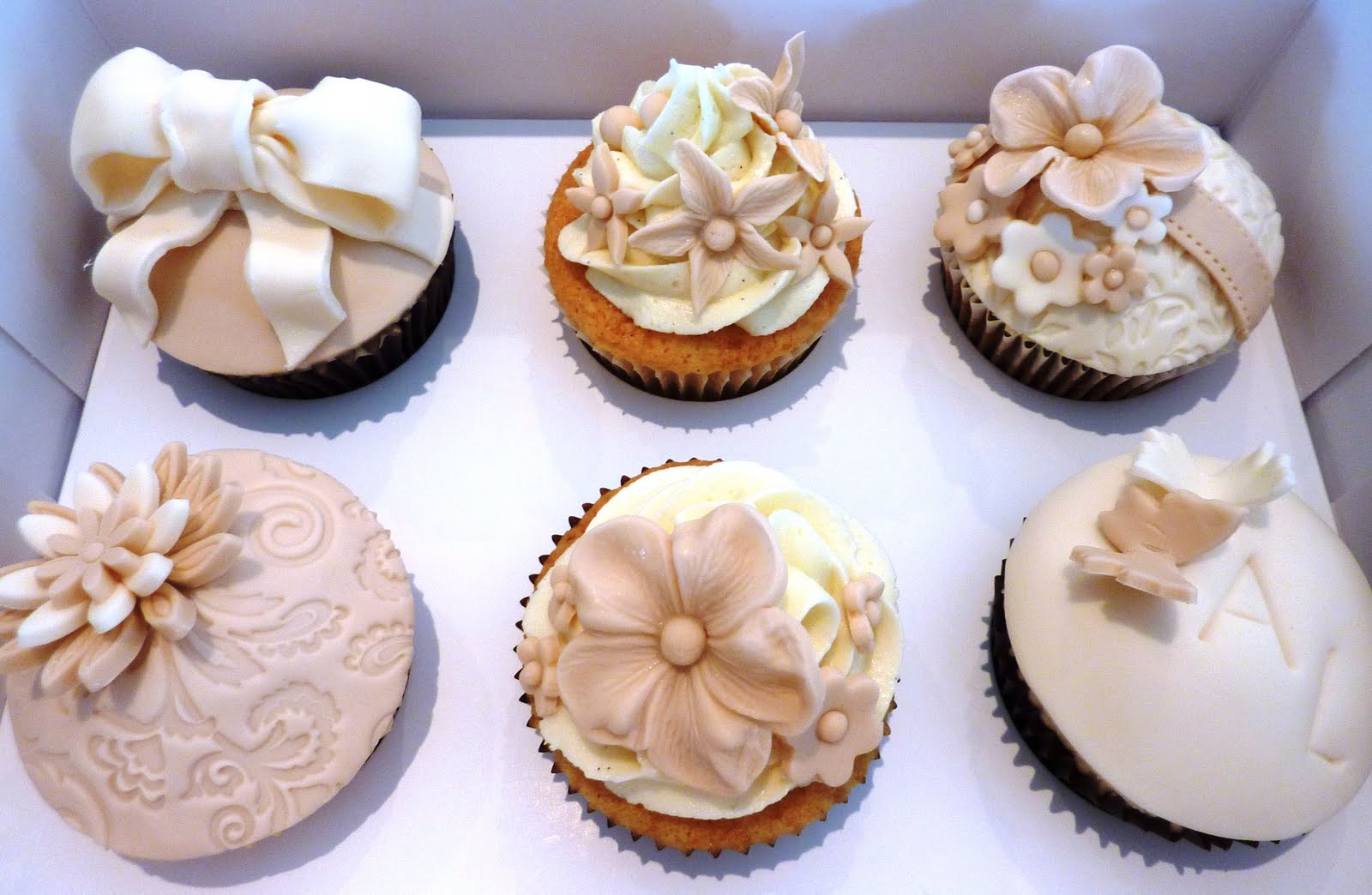 Vanilla Lily Cake Design Wedding Cupcakes