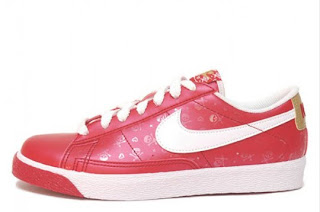 official photos 5f46c a9cd8 The Sneakers: Nike Blazer Low 'Valentine's Day' - 2009.