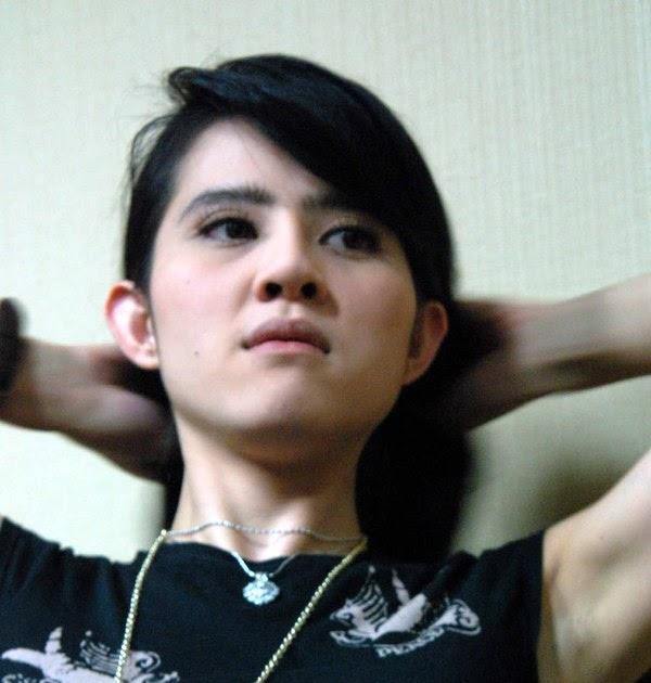 Foto Artis Hot Indonesia: Foto Seksi Angel Lelga Telanjang