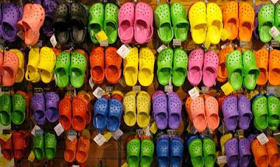 Serba Uniks Efek Samping Pemakaian Sandal Crocs