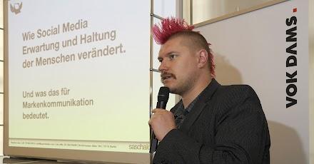Web X.0 , Wuppertal oder in einem Satz: Letzte Woche kam die Einladung zum Pressegespräch mit Sascha Lobo von Vok Dams Chief Creative Officer ins Atomlabor eingetrudelt
