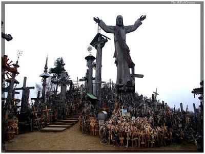 Ένας λόφος γεμάτος από σταυρούς!