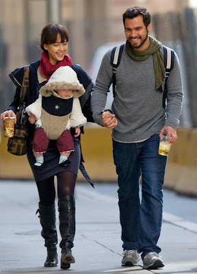 Celebrity Handbag Spotting Jessica Alba With The Fendi