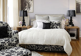 Black and white classic style bedroom