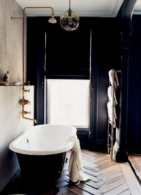 Gorgeous vintage style in Jenna Lyons' New York bathroom - found on Hello Lovely Studio