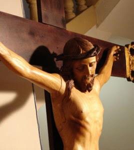 http://3.bp.blogspot.com/_4vSexq-6fj0/TSnq1zUATWI/AAAAAAAALxs/FKlzmlZIl-k/s1600/crucifixo-268x300.jpg