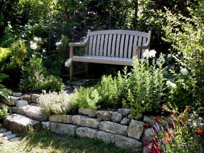 garten anders ein lichtdurchfluteter sitzplatz mit trockenmauer. Black Bedroom Furniture Sets. Home Design Ideas