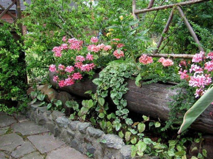 Garten Anders Mit Motorsage Bearbeiteter Holzstamm Als Blumentrog