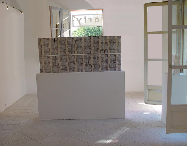 Klaus Guingand artwork: Littel in god we trust / $ 20 Million cash 2009 Digital prints on paper, plastic vacuum.60 in x 8.2 in x 24.4 inches - 441 livres Dollart TM © Klaus Guingand