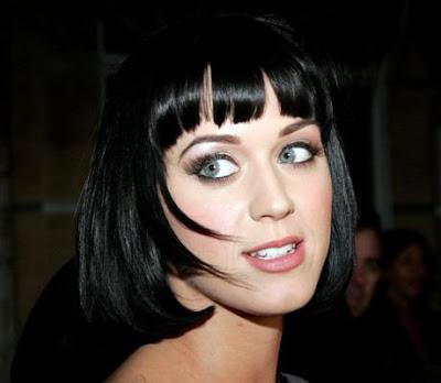 Cabello negro ojos verdes y culo profundo 6