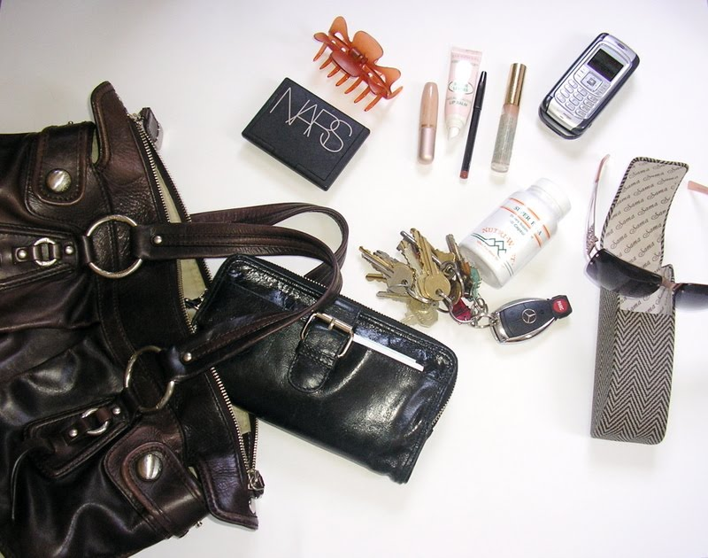 How To Tell A Woman By The Contents Of Her Purse
