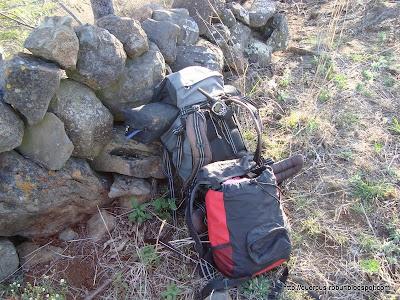 Mi mochila en el lugar de acampado